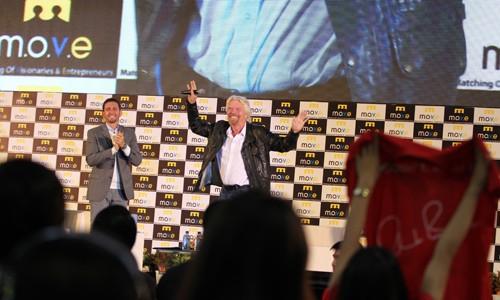 Tỷ phú Richard Branson nhảy múa chào 4.000 khán giả Việt Nam ảnh 1