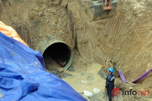 Cận cảnh đoạn vỡ đường ống dẫn nước sạch Sông Đà lần thứ 15 ảnh 8