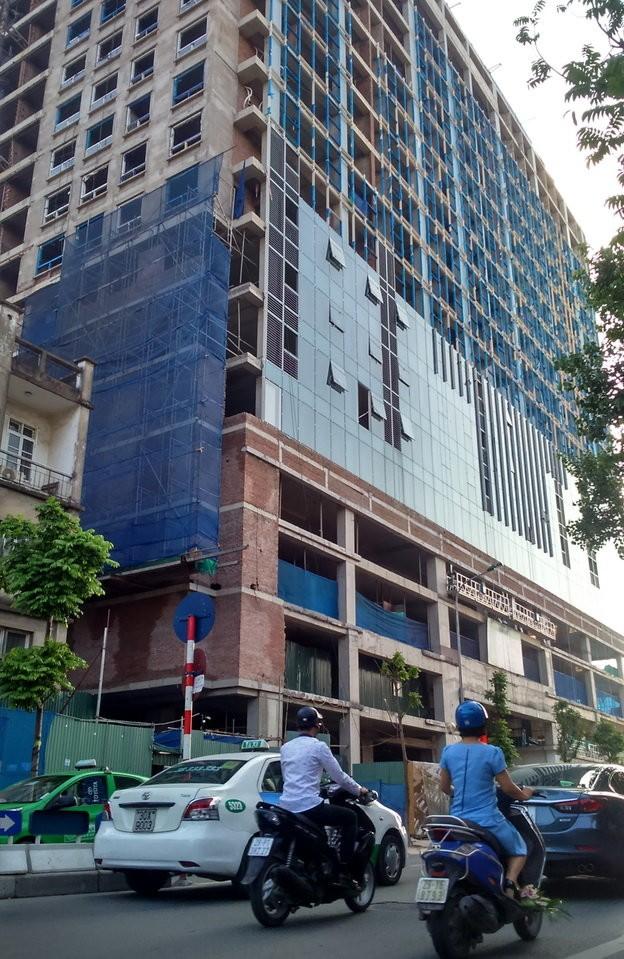 Cao ốc xây 19 tầng trong khi giấy phép chỉ cấp 18 tầng - Ảnh: Nam Trần