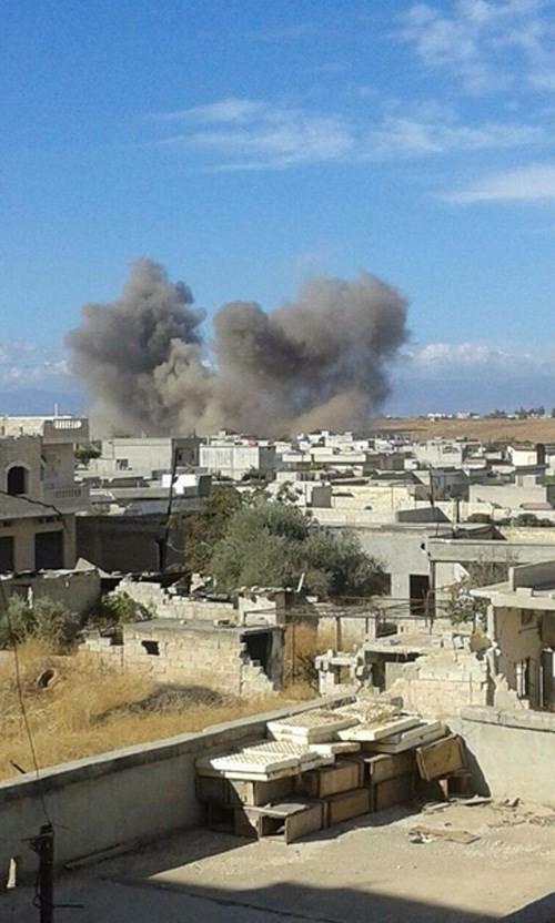 Nóng: Clip máy bay Su-24 của Nga dội bom IS ở Syria ảnh 2