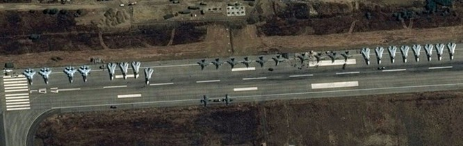 Hơn 50 máy bay Nga tham gia oanh kích IS ở Syria ảnh 7