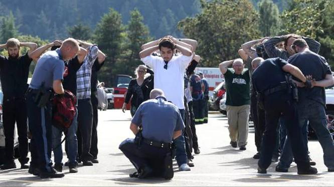 Xả súng tại trường học Mỹ, 10 người chết ảnh 1