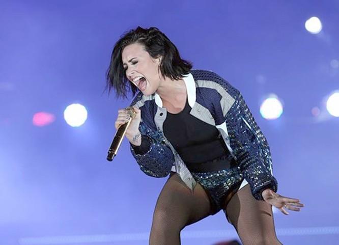 Ca sĩ Demi Lovato 'nóng' với loạt ảnh khỏa thân trong phòng tắm - ảnh 4