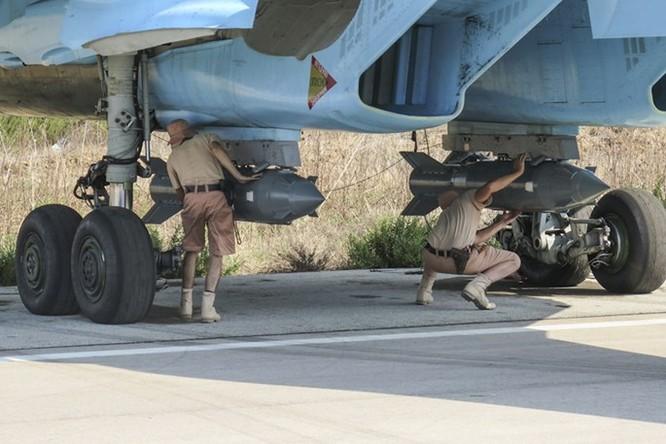 Clip Su-34 của Nga ném bom dẫn đường bằng vệ tinh ở Syria ảnh 1
