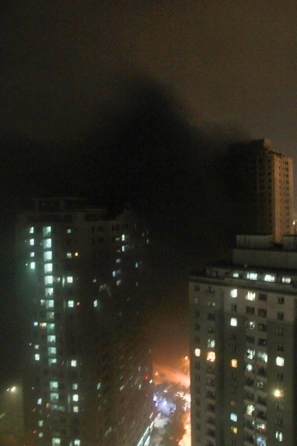 """Cháy khu đô thị Xa La của """"đại gia điếu cày"""": Hàng nghìn người la ó cầu cứu ảnh 20"""