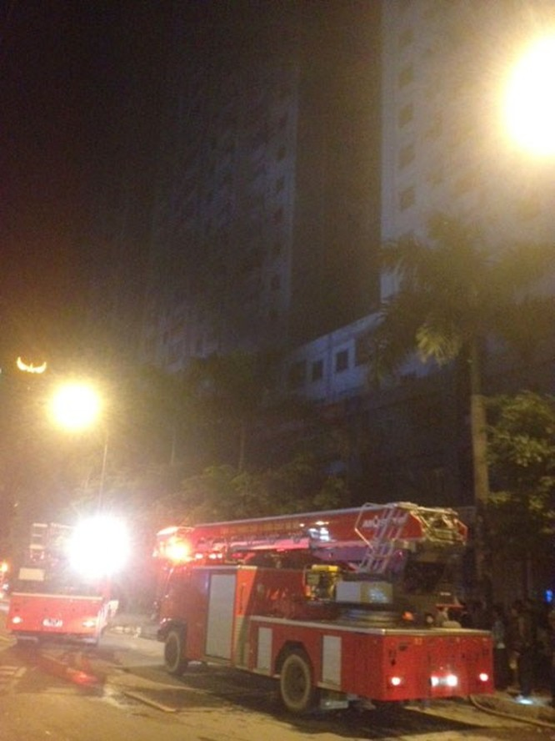 """Cháy khu đô thị Xa La của """"đại gia điếu cày"""": Hàng nghìn người la ó cầu cứu ảnh 14"""