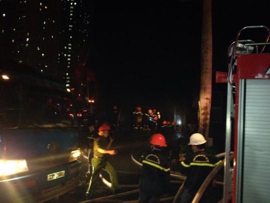 """Cháy khu đô thị Xa La của """"đại gia điếu cày"""": Hàng nghìn người la ó cầu cứu ảnh 3"""