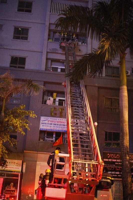 """Cháy khu đô thị Xa La của """"đại gia điếu cày"""": Hàng nghìn người la ó cầu cứu ảnh 11"""