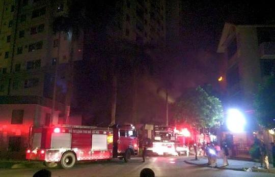 """Cháy khu đô thị Xa La của """"đại gia điếu cày"""": Hàng nghìn người la ó cầu cứu ảnh 12"""
