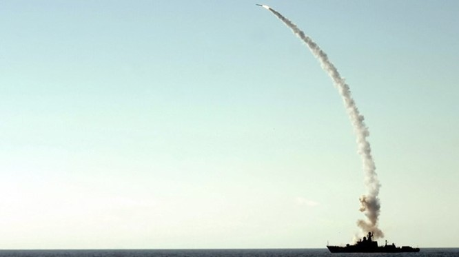 Clip trên tàu chiến lớp Gepard phóng tên lửa Klub diệt IS ở Syria ảnh 2