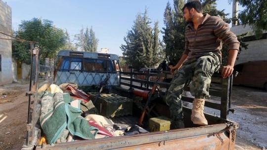 """Máy bay Mỹ C-17 """"trút"""" 45 tấn vũ khí cho quân nổi dậy Syria ảnh 1"""