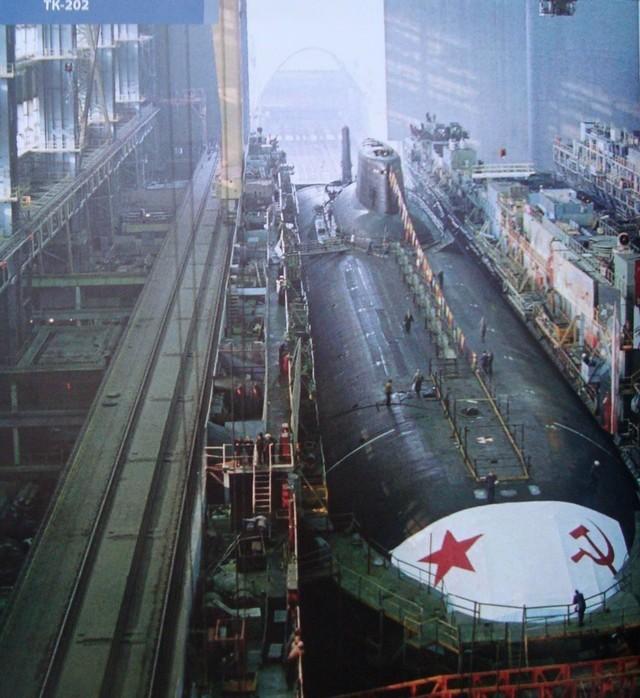 Quá trình đóng tàu ngầm lớn nhất thế giới ảnh 5