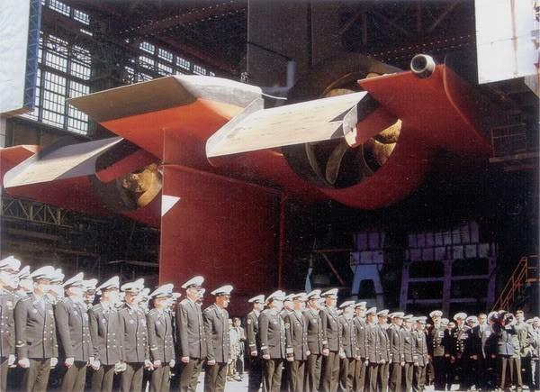 Quá trình đóng tàu ngầm lớn nhất thế giới ảnh 14