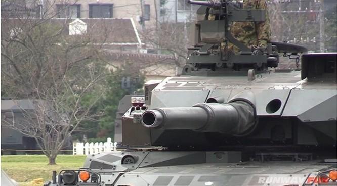 Tăng Type 10 của Nhật quay vòng không đổ ly rượu trên nòng pháo ảnh 1