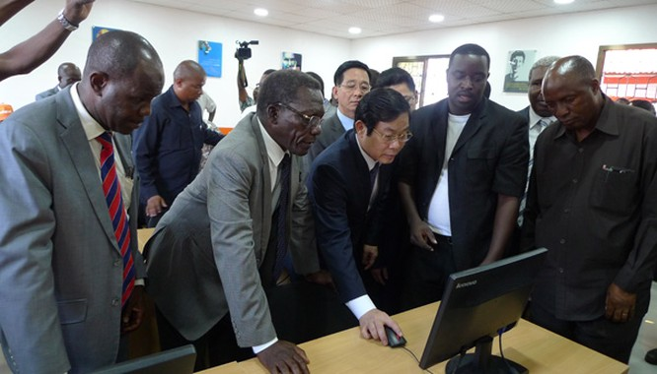Bộ trưởng Nguyễn Bắc Son dự khai trương mạng Halotel ở châu Phi ảnh 2