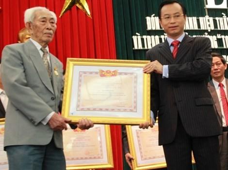 Ông Nguyễn Xuân Anh, 39 tuổi, được bầu làm Bí thư thành ủy Đà Nẵng ảnh 2