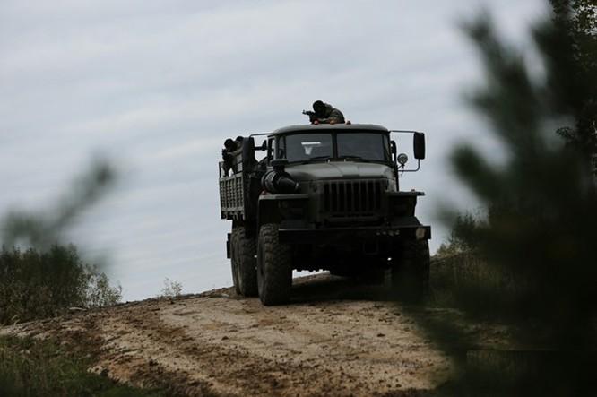 """Xem lính dù đặc nhiệm Nga tiêu diệt """"phiến quân""""! ảnh 12"""