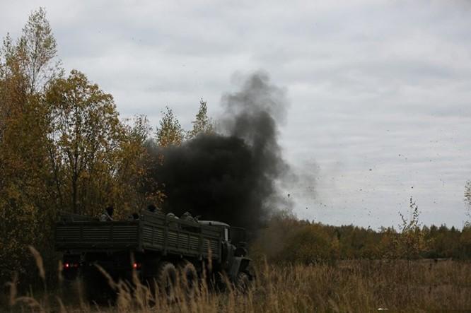 """Xem lính dù đặc nhiệm Nga tiêu diệt """"phiến quân""""! ảnh 13"""