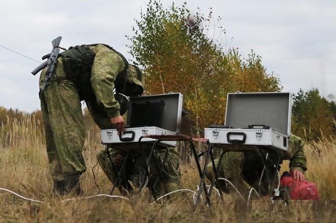 """Xem lính dù đặc nhiệm Nga tiêu diệt """"phiến quân""""! ảnh 2"""