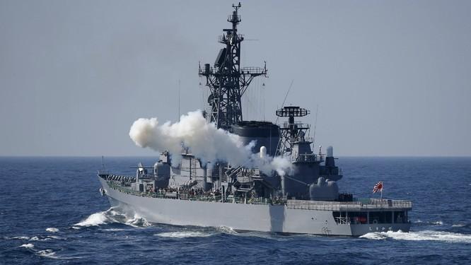 Hạm đội Nhật trình diễn sức mạnh quân sự ảnh 1