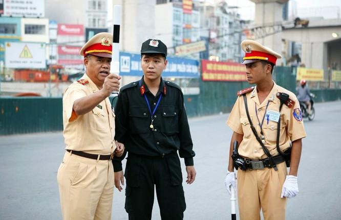 Cảnh sát cơ động xuống đường: Hết cảnh bò đến cơ quan ảnh 3