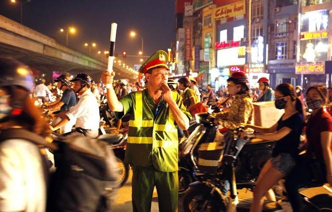 Cảnh sát cơ động xuống đường: Hết cảnh bò đến cơ quan ảnh 6