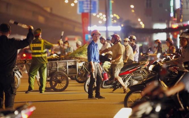 Cảnh sát cơ động xuống đường: Hết cảnh bò đến cơ quan ảnh 7