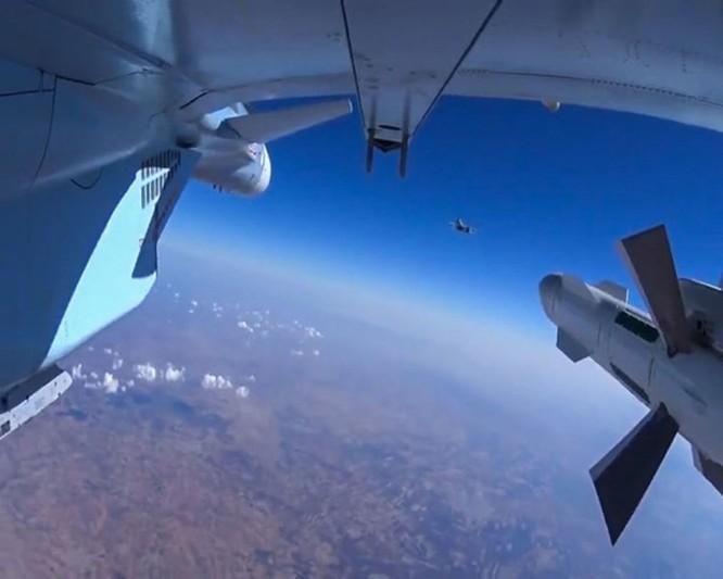 Máy bay Nga đánh sập cầu trên sông Euphrate, quân IS sắp đói ảnh 1