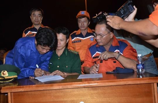 Tàu cảnh sát biển Trung Quốc ngăn cản cứu hộ tàu cá Việt Nam ảnh 2