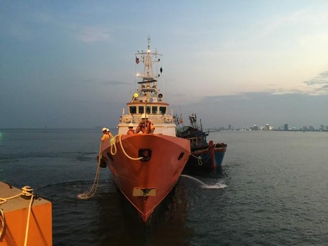 Clip 3 giờ căng thẳng đấu tranh với tàu hải cảnh Trung Quốc để cứu ngư dân Việt Nam ảnh 3