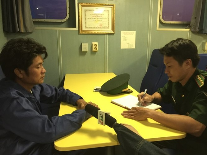 Clip 3 giờ căng thẳng đấu tranh với tàu hải cảnh Trung Quốc để cứu ngư dân Việt Nam ảnh 4