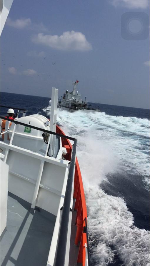 Clip 3 giờ căng thẳng đấu tranh với tàu hải cảnh Trung Quốc để cứu ngư dân Việt Nam ảnh 1
