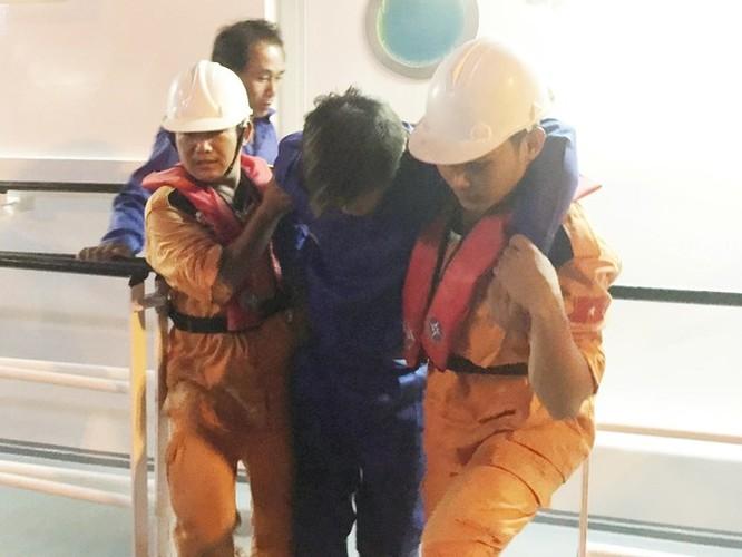 Clip 3 giờ căng thẳng đấu tranh với tàu hải cảnh Trung Quốc để cứu ngư dân Việt Nam ảnh 5