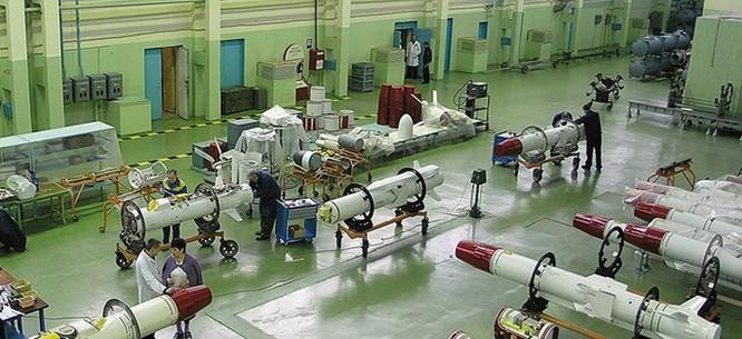 Tập đoàn tên lửa Nga tăng sản xuất 3 ca/ngày cho nhu cầu ở Syria ảnh 1