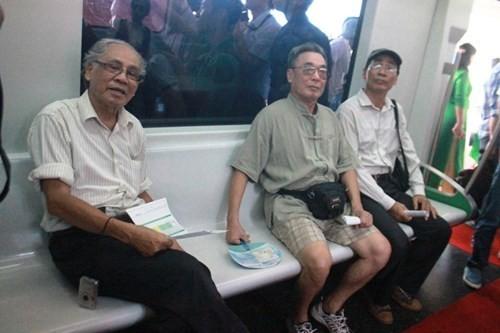 Dân chê mẫu tàu điện trên cao nhập từ Trung Quốc xấu và sợ kém an toàn ảnh 6