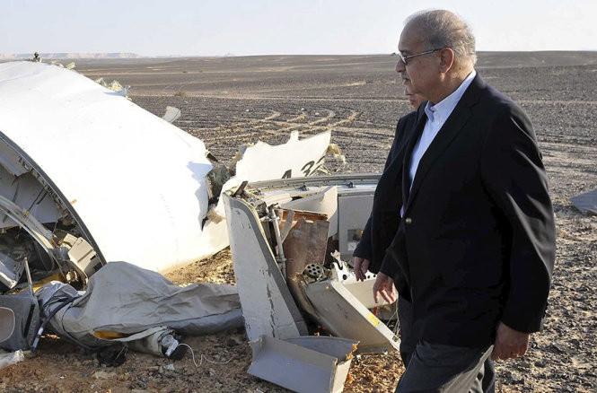 Clip Cận cảnh hiện trường vụ tai nạn máy bay thảm khốc ở Ai Cập ảnh 1