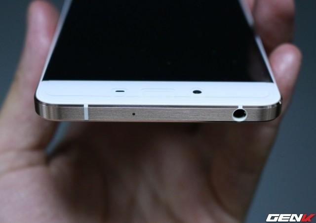 Cận cảnh OnePlus X vàng hồng đẹp như tranh vẽ đầu tiên trên thế giới ảnh 8