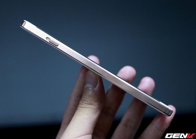 Cận cảnh OnePlus X vàng hồng đẹp như tranh vẽ đầu tiên trên thế giới ảnh 3
