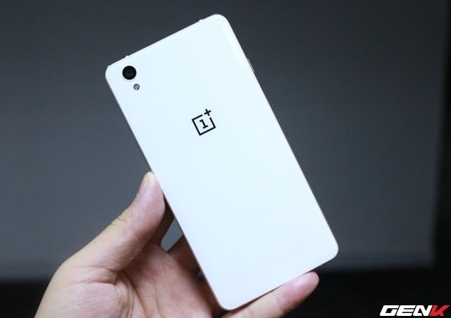 Cận cảnh OnePlus X vàng hồng đẹp như tranh vẽ đầu tiên trên thế giới ảnh 1