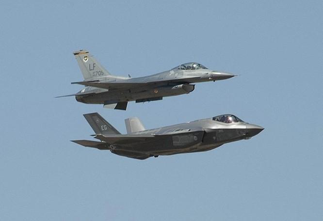 Mỹ thử nghiệm tiêm kích F-16 có thể bay đến 92 năm ảnh 3