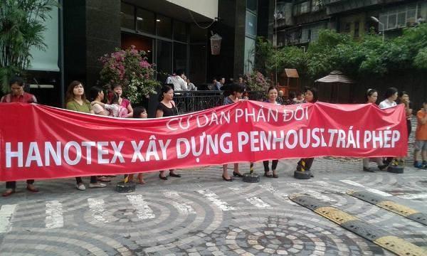 Cư dân Sky City căng băng rôn đòi công ty Hanotex tiền quỹ bảo trì ảnh 3
