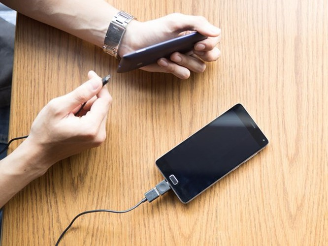 Bộ đôi smartphone pin siêu 'khủng' của Lenovo ảnh 1