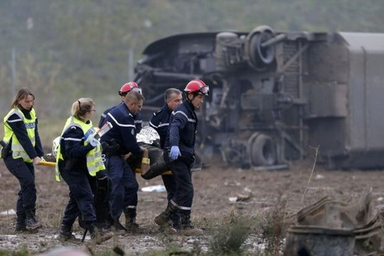 Vừa bị khủng bố, Pháp chịu thêm tai nạn tàu cao tốc trật bánh, 5 người thiệt mạng ảnh 1