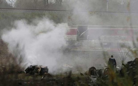 Vừa bị khủng bố, Pháp chịu thêm tai nạn tàu cao tốc trật bánh, 5 người thiệt mạng ảnh 3