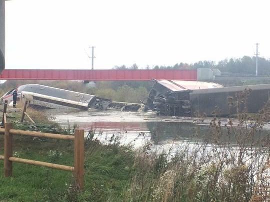 Vừa bị khủng bố, Pháp chịu thêm tai nạn tàu cao tốc trật bánh, 5 người thiệt mạng ảnh 6