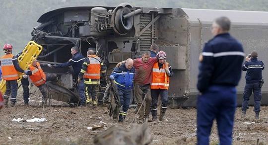 Vừa bị khủng bố, Pháp chịu thêm tai nạn tàu cao tốc trật bánh, 5 người thiệt mạng ảnh 2