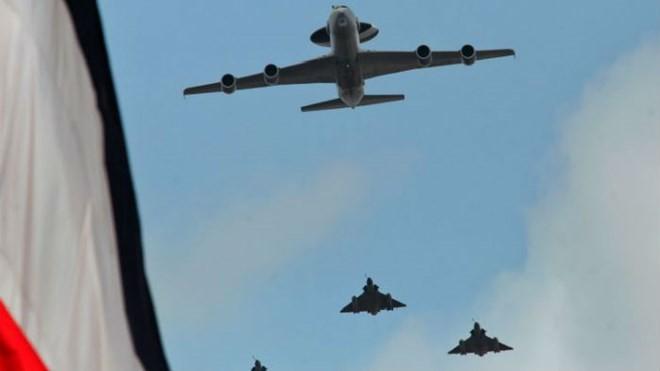 Pháp trả đũa khủng bố, ồ ạt dội bom vào thành trì IS ở Syria ảnh 1