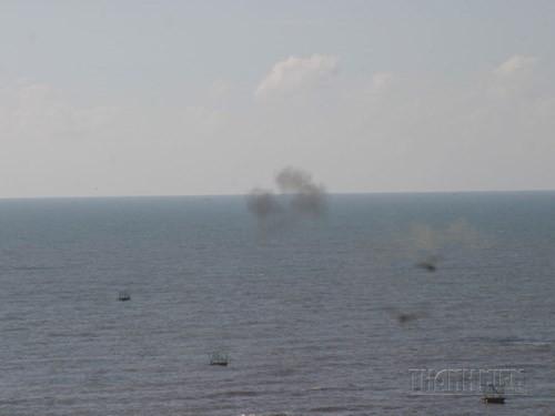 Diễn tập quân sự: Chống các tàu trang bị vũ khí hạng nặng đổ bộ từ biển ảnh 9