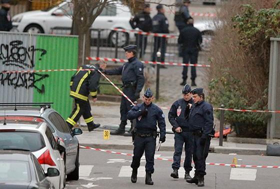 Vụ khủng bố ở tòa soạn Charlie Hebdo, ngày 7/1/2015 (Francois Mori / AP)