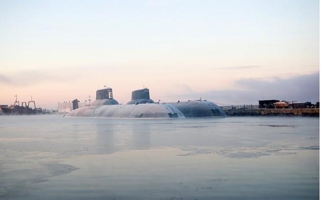 Chùm ảnh tàu ngầm hạt nhân Nga phóng tên lửa Bulava ảnh 2